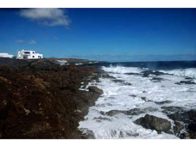 Beautiful 1 bedroom private apartment next to the ocean, peaceful location of Los Cocoteros, Lanzarote, Canary Islands